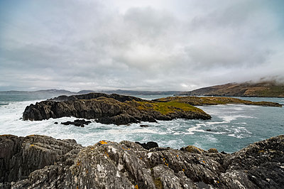 Rough sea on the Beara Peninsula - p1047m1225675 by Sally Mundy