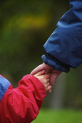 Parent holding child's hand - p1418m1571582 by Jan Håkan Dahlström