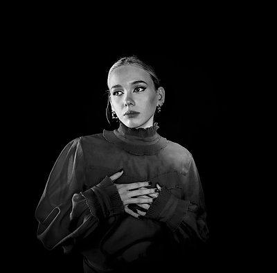 Young woman wearing transparent blouse, portrait - p1508m2220139 by Mona Alikhah