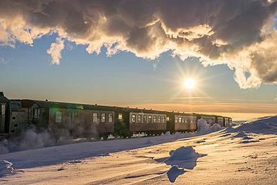 Germany, Saxony-Anhalt, Brocken Railway arriving snow-covered summit of Brocken Mountain - p300m1205033 by Patrice von Collani