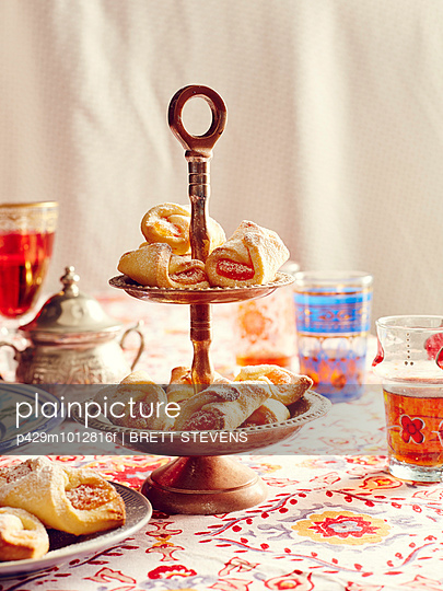 Still life of turkish delight cookies on cake stand - p429m1012816f by BRETT STEVENS