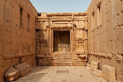 Ruinen des Baaltempels der Oasenstadt und UNESCO-Weltkulturerbe Palmyra/Tadmor nahe Damaskus, Syrien - p1493m2063551 von Alexander Mertsch