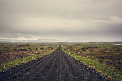 Gravelroad in Iceland - p1084m986793 by Operation XZ