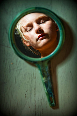 Lookint in the mirror - p4130676 by Tuomas Marttila