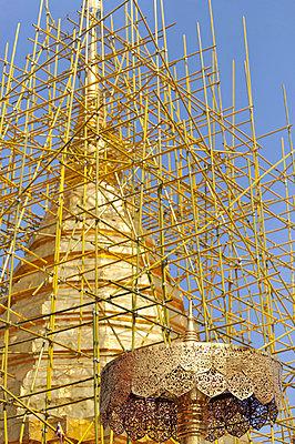 Goldenes Dach - p949m658163 von Frauke Schumann