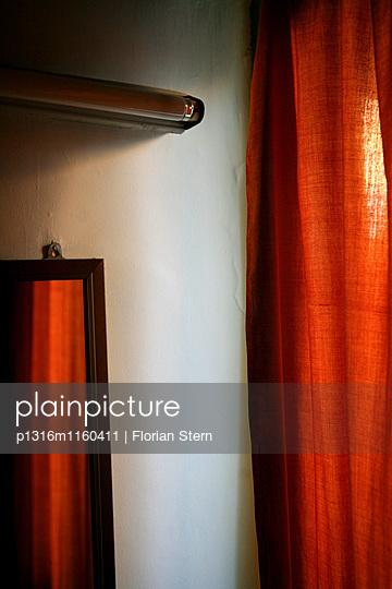 Vorhang in einem Bungalow des Golden Express Hotel, Bagan, Myanmar, Birma, Asien - p1316m1160411 von Florian Stern