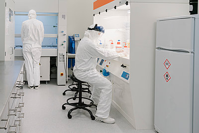 Two scientists working in laboratory - p300m2159863 by Hernandez and Sorokina