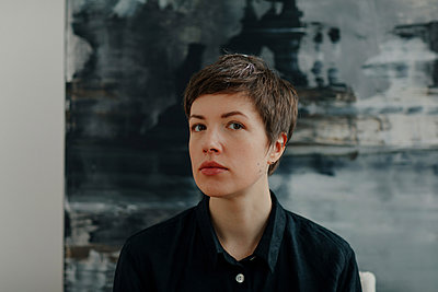Portrait of a female painter in her studio - p300m2171259 by Oxana Guryanova