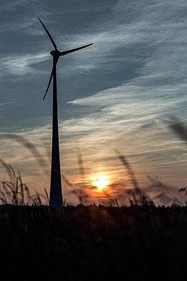 Windkraftanlage Kemel, Tausnuskamm, Rheingau Taunus Kreis - p718m892119 von Arne Landwehr