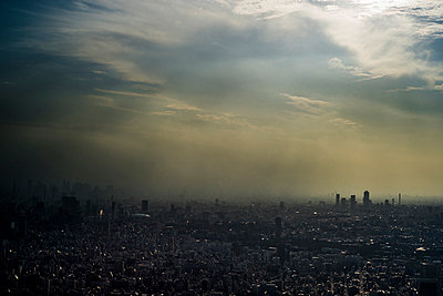 Tokyo - p798m1031637 by Florian Loebermann
