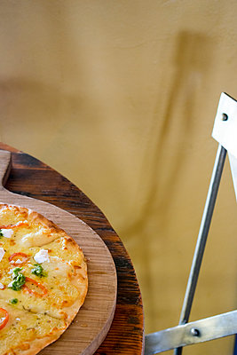 Pizza on wooden board - p967m1540103 by Wessel Wessels