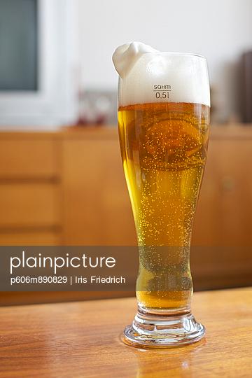 Wheat beer - p606m890829 by Iris Friedrich