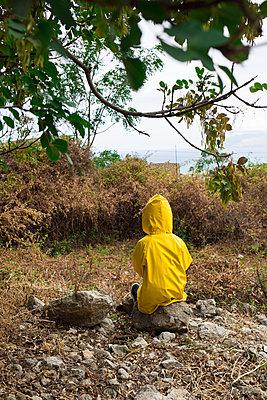 Child in yellow  - p1623m2209166 by Donatella Loi