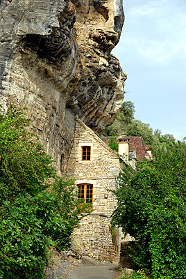 Steinhaus am Felsen - p260m918285 von Frank Dan Hofacker