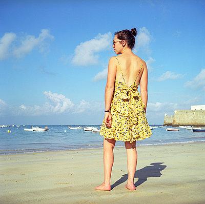 Am Strand in Südspanien - p990m694912 von Michael Dooney