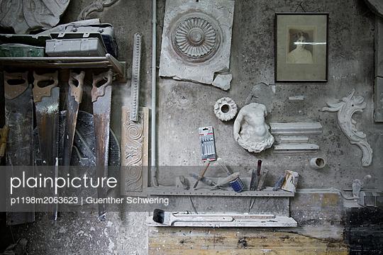 Alte Stuckateurswerkstatt - p1198m2063623 von Guenther Schwering