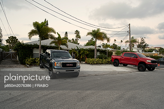 Parking cars - p850m2076386 by FRABO