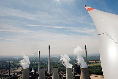 Zwei Arten der Energiegewinnung - p1079m881296 von Ulrich Mertens