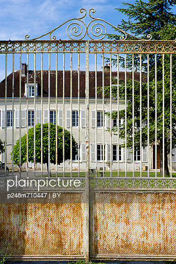Castle - p248m710447 by BY