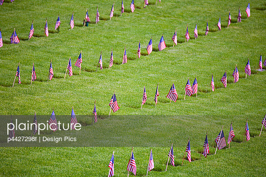 American Flags On Soldiers\' Graves