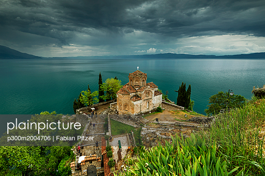 Macedonia, Ohrid, Church of St. John at Kaneo - p300m2004706 von Fabian Pitzer