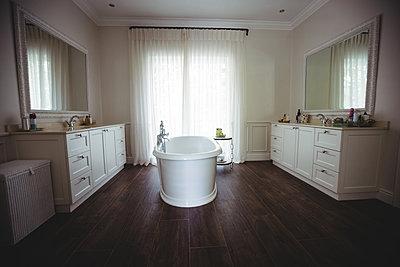 Empty bathroom with bathtub and bathroom chest - p1315m1230760 by Wavebreak