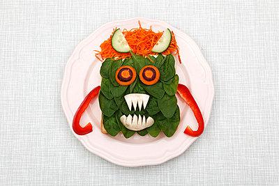 Vegetarisches Monster - p238m831887 von Anja Bäcker