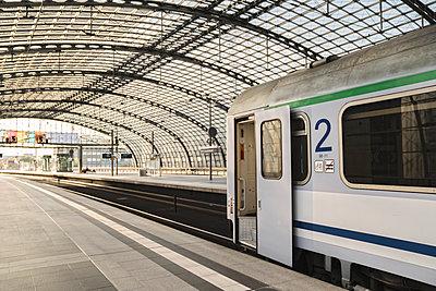 Train waiting at platform at central station, Berlin, Germany - p300m2155210 by Hernandez and Sorokina