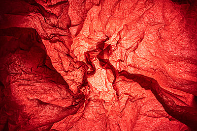 Simulation, with red tissue paper, of blood vessels on a medical image - p1166m2094150 by Cavan Images