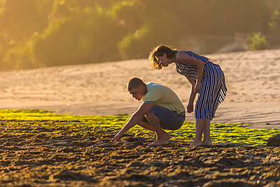 Young couple on beach - p1108m1503458 by trubavin