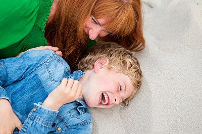 Mutter und Sohn - p796m1207425 von Andrea Gottowik