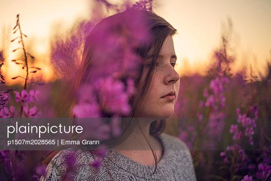 Golden hour - p1507m2028565 by Emma Grann