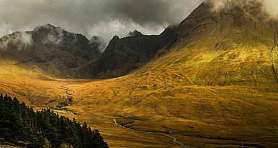 Landschaft auf der Insel Skye - p910m2210172 von Philippe Lesprit