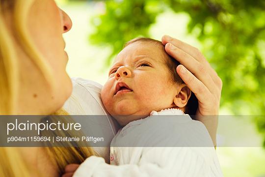 Baby - p904m1159694 von Stefanie Neumann