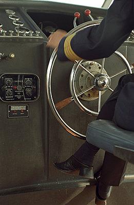 Wheel on a ship - p1045m787596 by jochenschmadtke