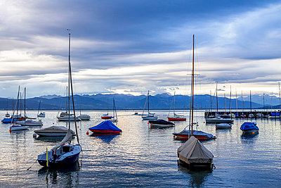 Germany, Baden-Wuerttemberg, Lake Constance, Wasserburg, Harbour with sailing boats in the evening - p300m1536200 by pure.passion.photography