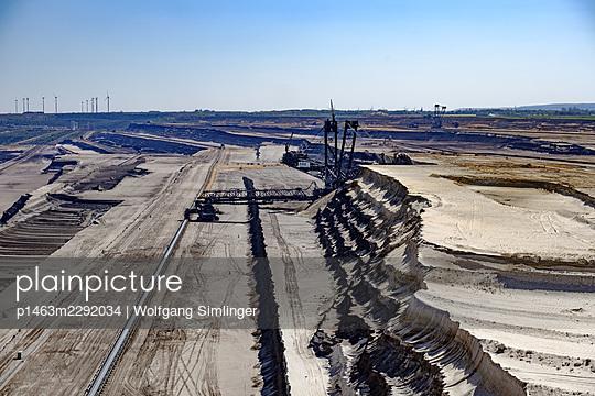 Bucket excavator, opencast mining Garzweiler - p1463m2292034 by Wolfgang Simlinger