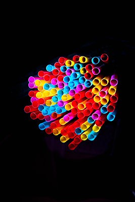 A bunch of colorful drinking straws - p1149m2093482 by Yvonne Röder