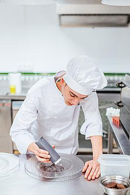 Junior chef prepairing a dessert plate - p300m2114633 by DREAMSTOCK1982
