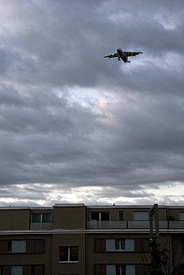 Flugzeug - p718m1223186 von Arne Landwehr