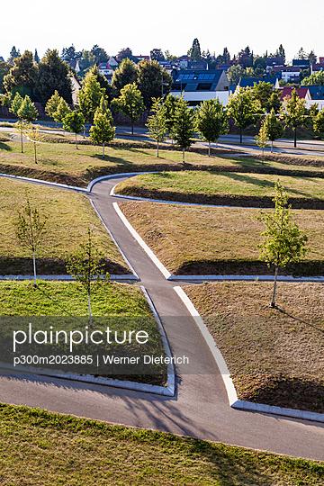 Germany, Baden-Wuerttemberg, Stuttgart, puplic park, ways - p300m2023885 by Werner Dieterich
