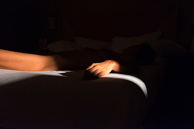 Naked woman sleeping - p1532m2090285 by estelle poulalion