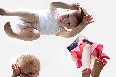 Kleine Kinder von unten - p4451258 von Marie Docher