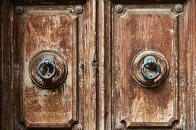 Old door - p851m931109 by Lohfink