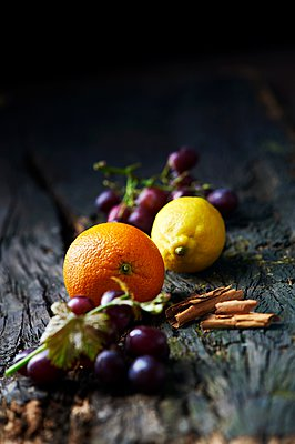 Fruits and spices on old wooden surface - p429m1062897 by Diana Miller