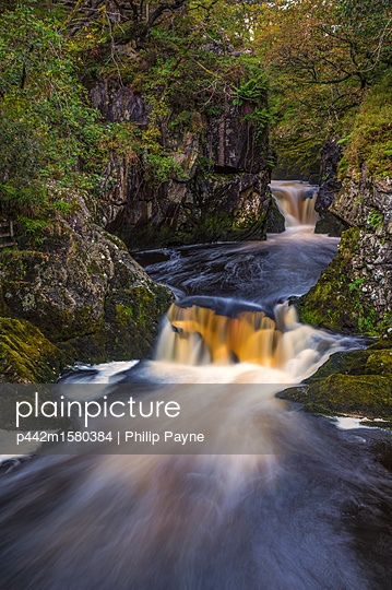 plainpicture - plainpicture p442m1580384 - The Ingleton Waterfalls Tra... - plainpicture/Design Pics/Philip Payne