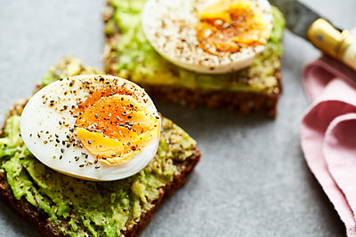 Egg bread - p1276m1200470 by LIQUID