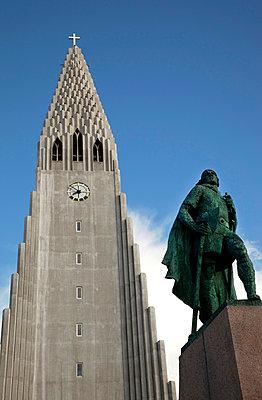 Hallgrímskirkja in Reykjavik - p382m1475238 by Anna Matzen
