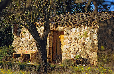 Small hut in Spain - p8850165 by Oliver Brenneisen
