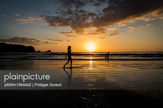 Sonnenuntergang an der Playa Rosada - p590m1564442 von Philippe Dureuil